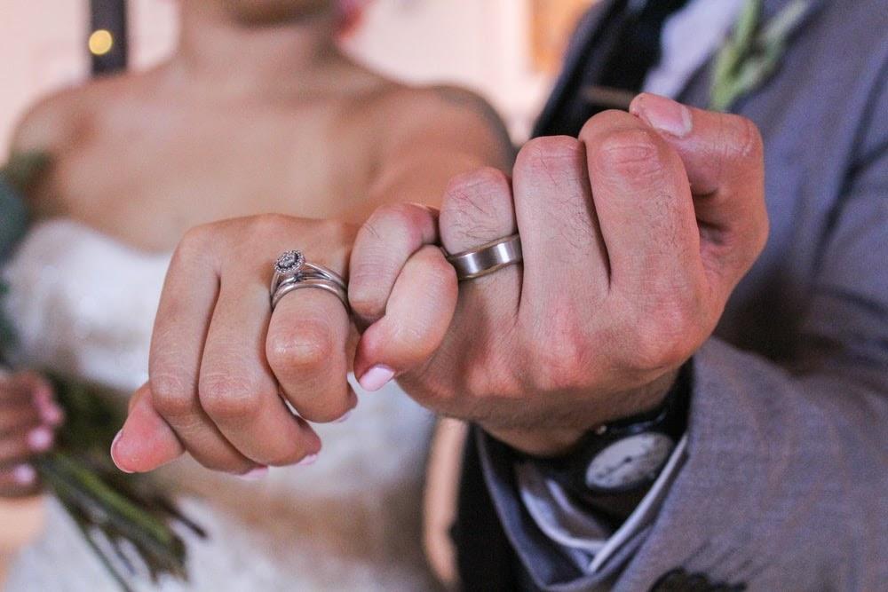 Pemakaian Cincin Nikah yang Benar