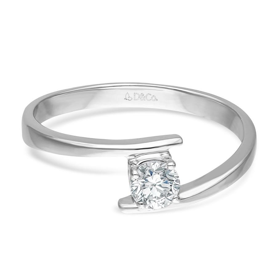 Model Cincin Tunangan Unik dari Diamond & Co