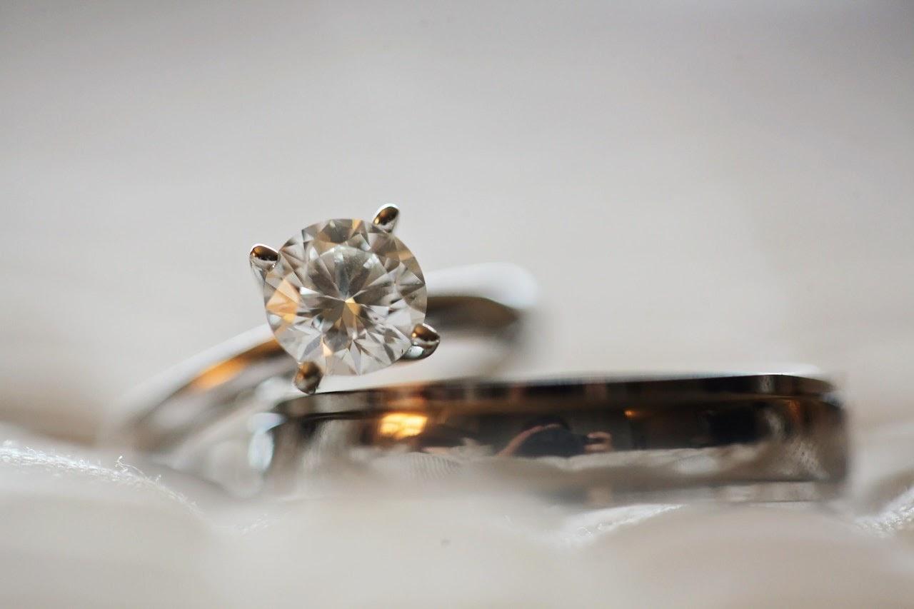 Banyak hal yang perlu diperhatikan sebelum memberi perhiasan berlian